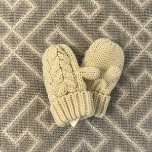 Toddler mittens from babyGap. (NWT)